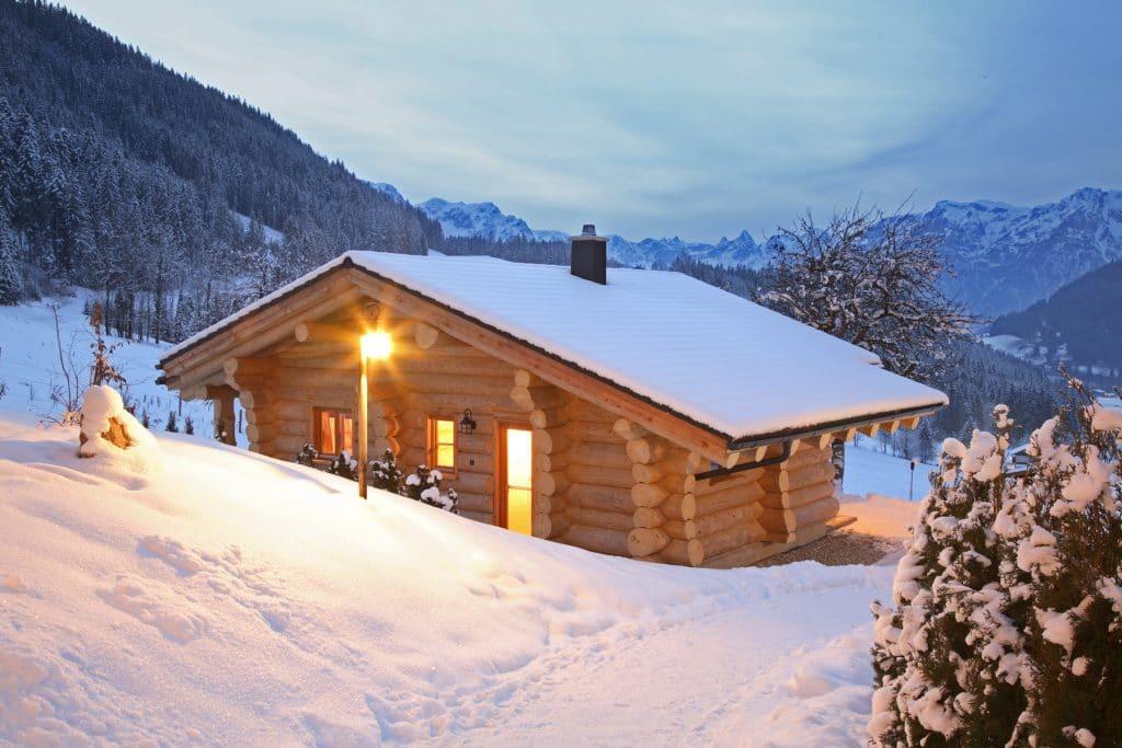Naturstammhäuser im klassischen Stil